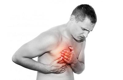 Der leichtes brust in stechen rechten Stechen in